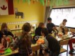 Atelier de customissation de bobines de fils avec des enfants pour le carnaval de st-médard en jalles 2012 (1)